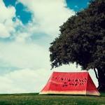 Ein Zelt mit dem Aussehen einer aufgeschnittenen Melone, von fieldcandy.