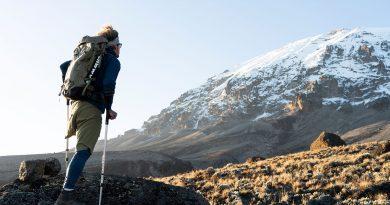 Tom Belz: Mit einem Bein und Krücken auf den Kilimandscharo